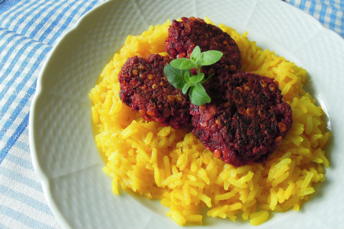 Zdravé vaření: Řepové karbanátky se žlutou rýží